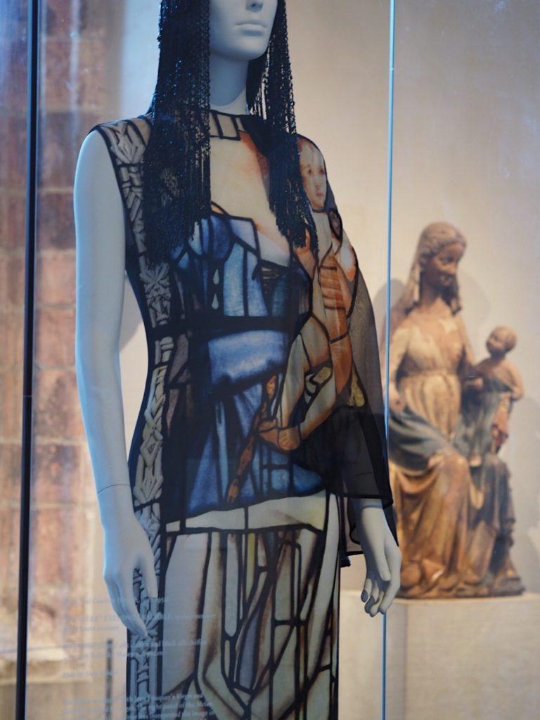 Heavenly Bodies en The MET Cloisters